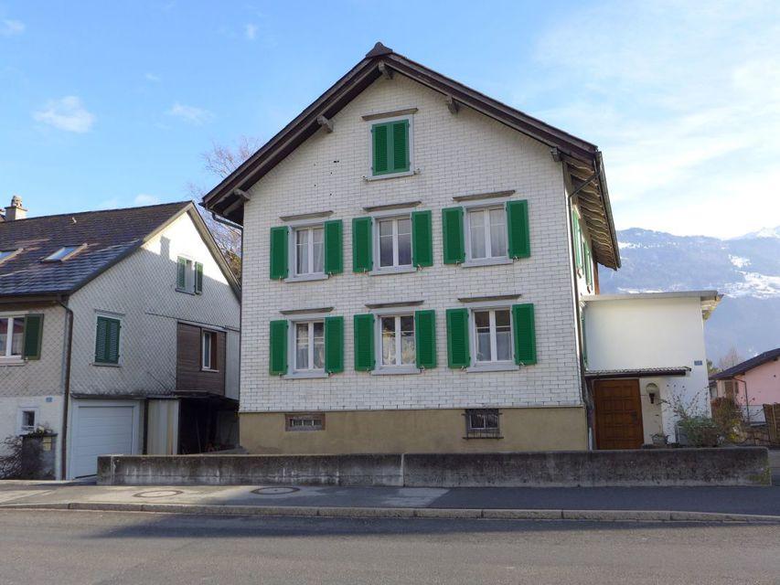 Außengebäude mit Bergblick, Swimmingpool