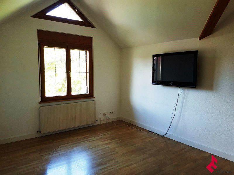 Leeres Zimmer mit Gewölbedecke, Hartholzboden, Natürliches Licht