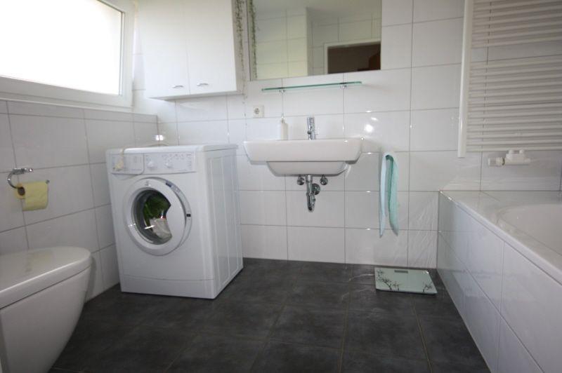 Waschküche mit Fliesenboden, Natürliches Licht