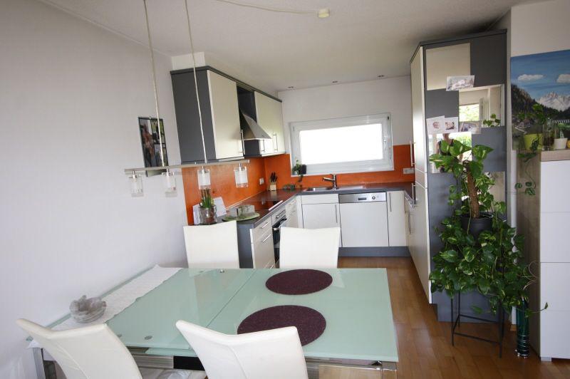 Küche mit Hartholzboden, Bergblick, Edelstahl, Natürliches Licht