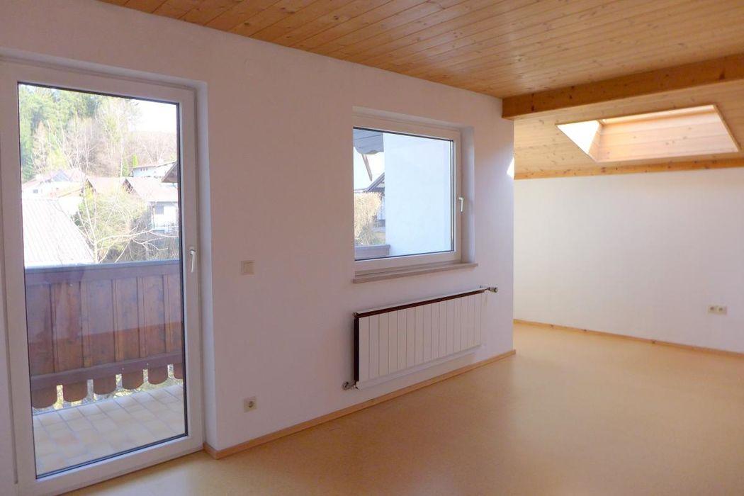 sonniger Wohnraum mit Dachfenster.JPG