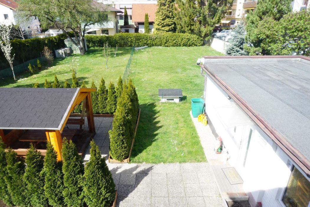 Große Gartenfläche in zentraler Lage