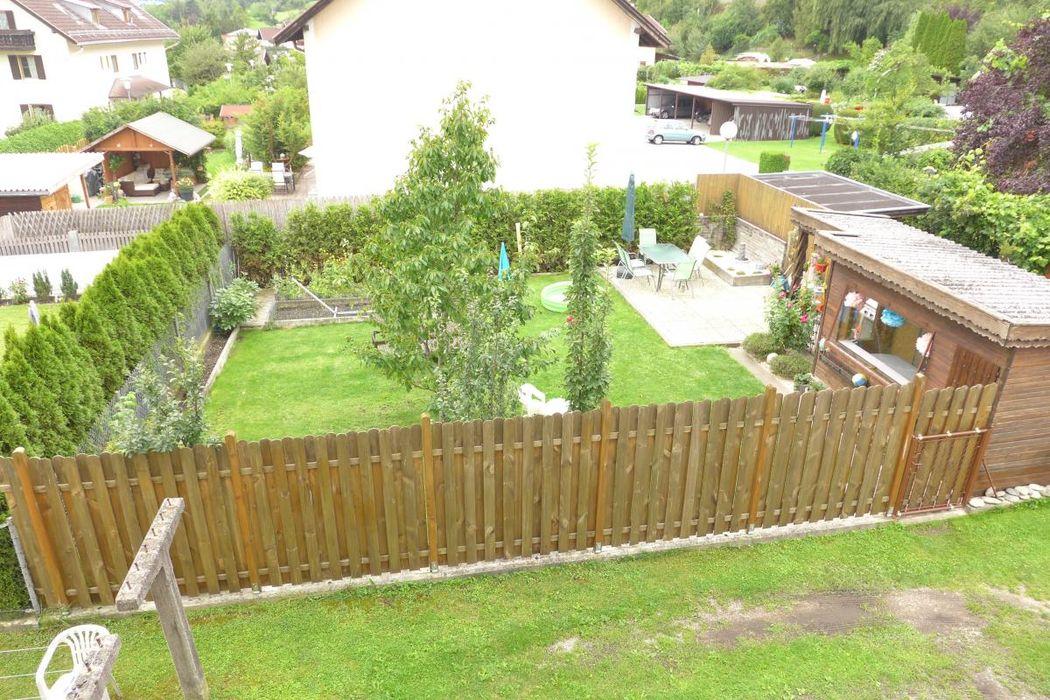 Anblick von oben auf den Privatgarten