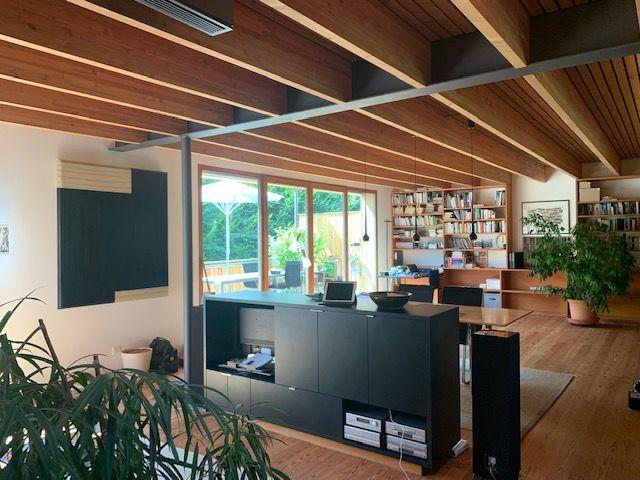 Wohnzimmer mit Balkendecke