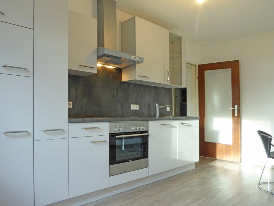 Küche mit Hartholzboden, Edelstahl