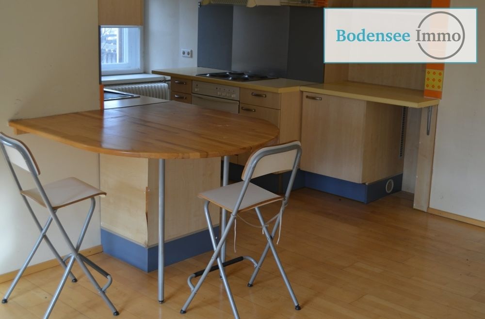 Küche mit Hartholzboden, Küchenbar, Natürliches Licht