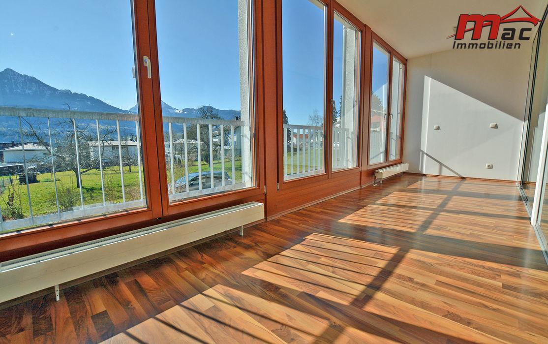 Foyer mit Hartholzboden