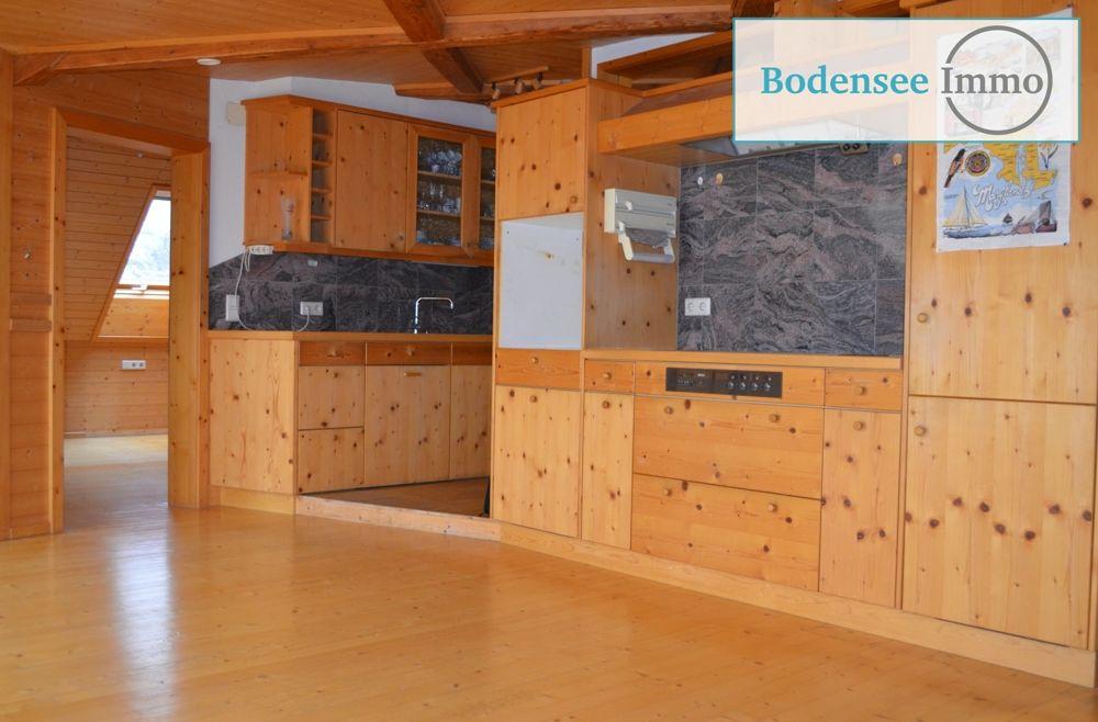 Küche mit Hartholzboden, Balkendecke